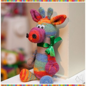 Игрушка жираф крючком
