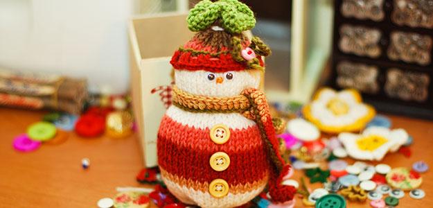 Вязаный снеговик спицами [мастер-класс]