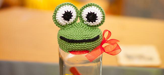 Вязаная жаба на крышку МК